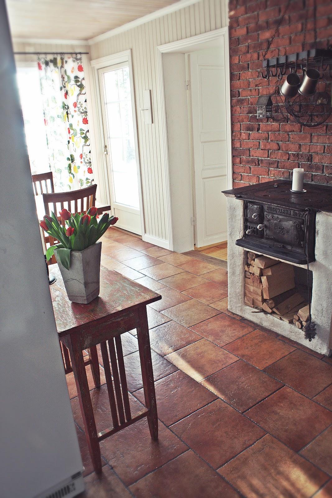 A House With A View LANTLIGT AVLASTNINGSBORD I KÖKET