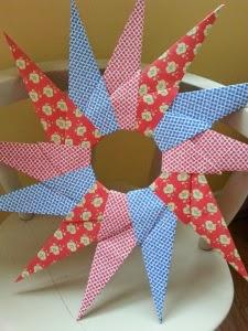 http://cocojude.wordpress.com/2013/12/10/origami-stars/
