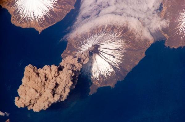 Gunung Cleveland, di kepulauan Aleutian, Alaska