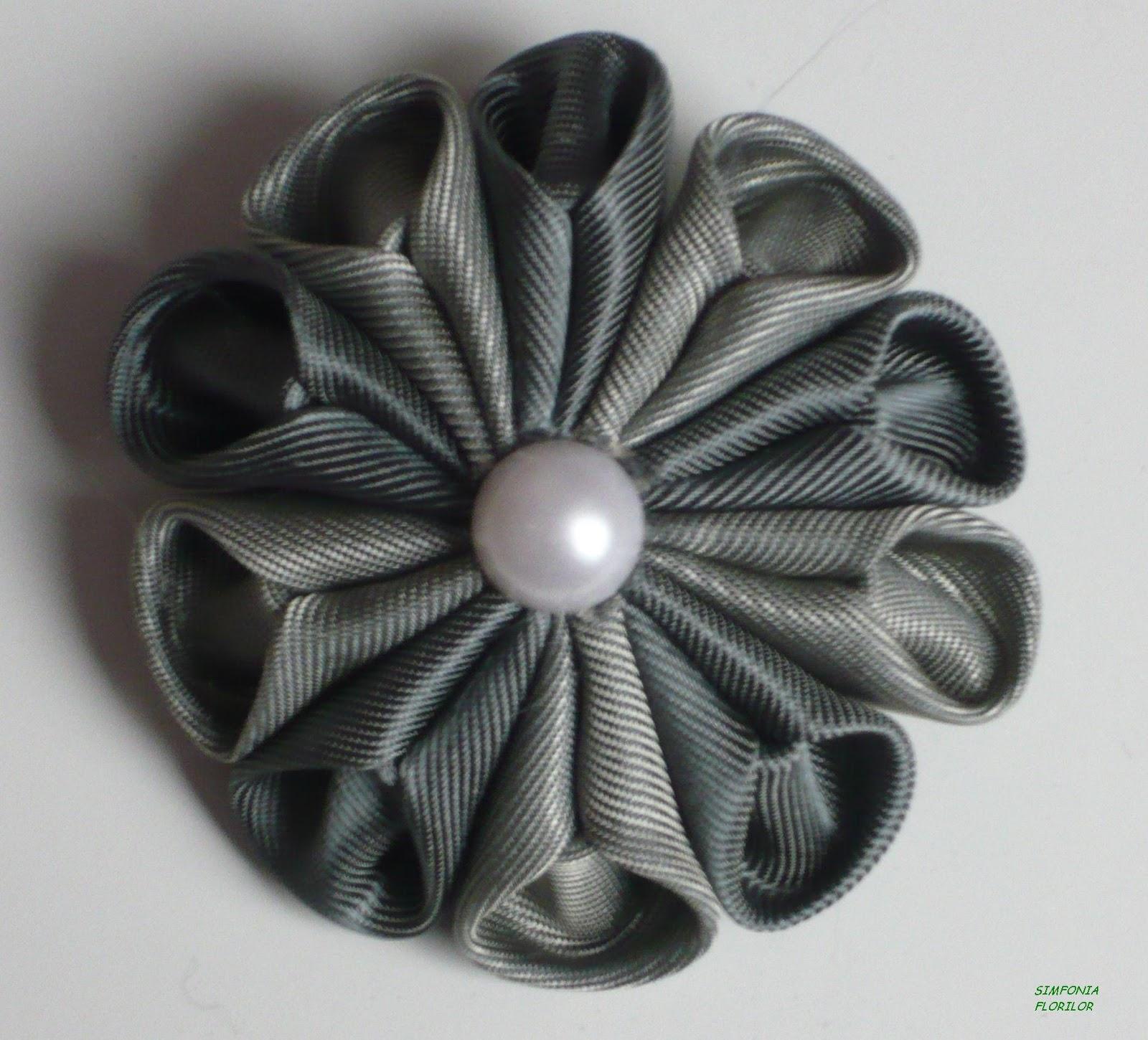 Floare kanzashi - http://simfoniaflorilor.blogspot.ro
