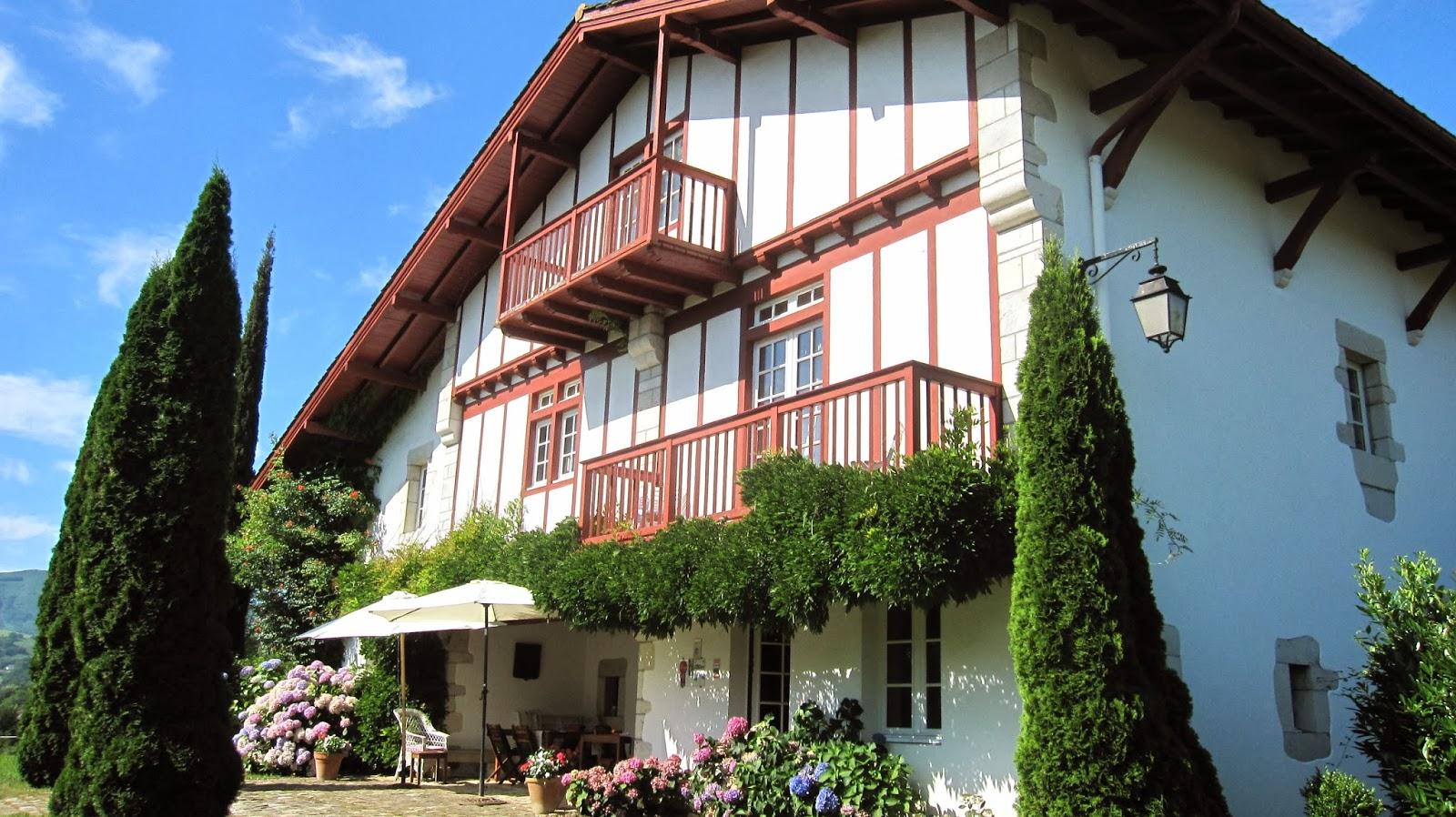 Irazabala la maison labourdine sur la colline pays basque for Maison sur colline