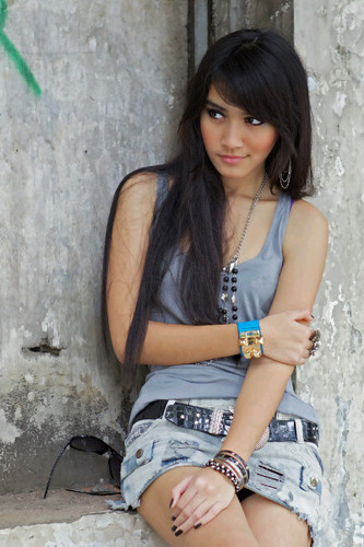 http://bambang-gene.blogspot.com/2011/09/si-cantik-prima-melody-divia-ananda.html