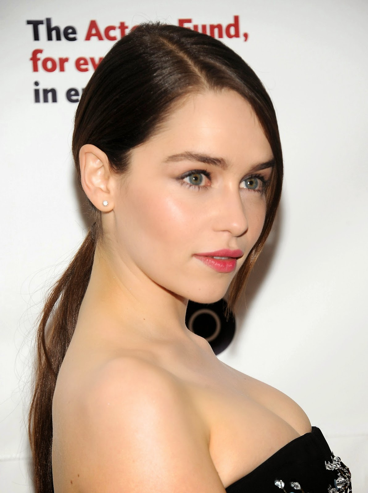 Emilia clarke hd free hot hollywood actress wallpaper