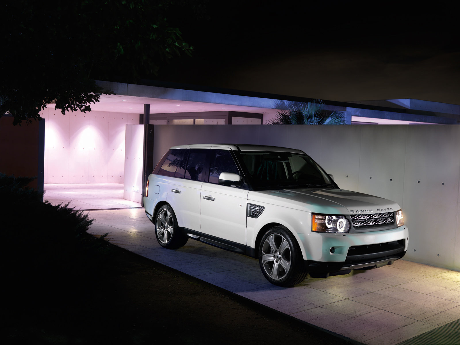 2010 land rover range rover sport front view
