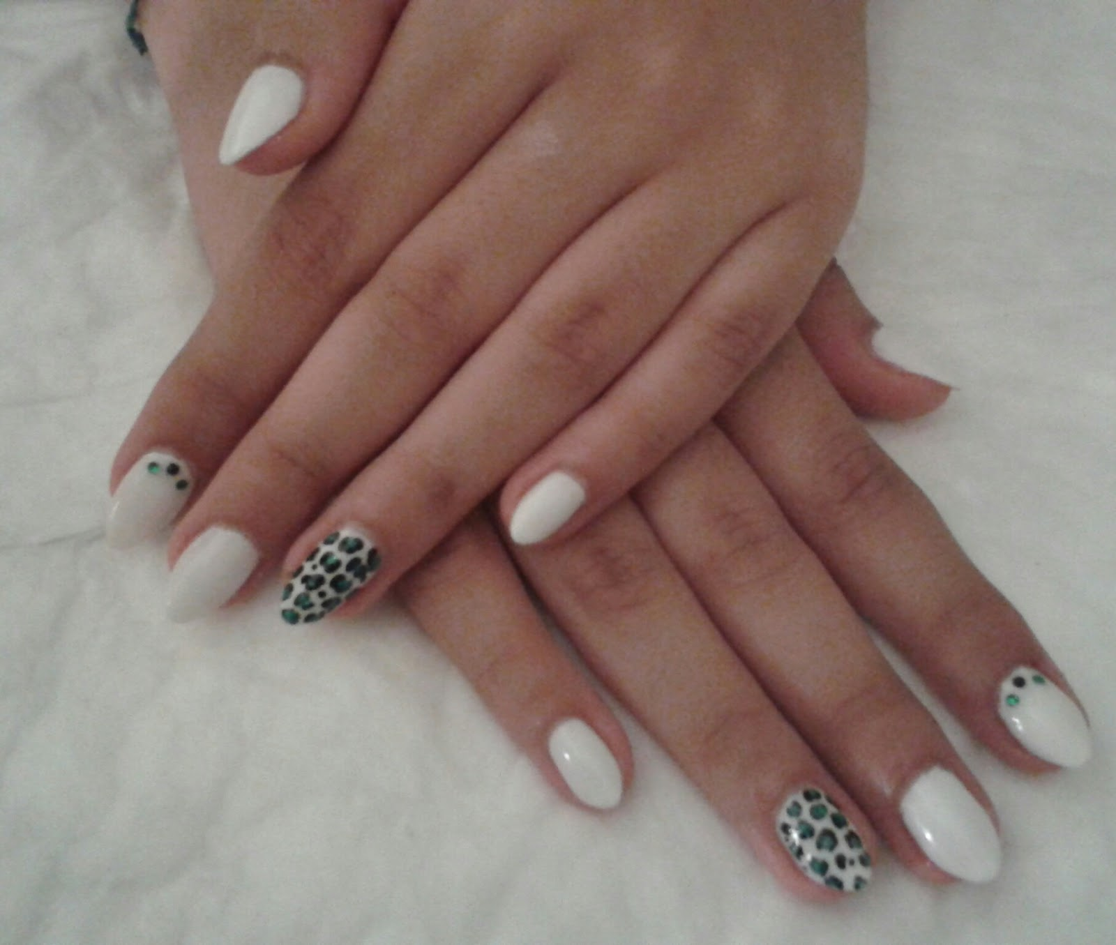 Molto Chic Roe: SMALTO GEL su unghie medio/corte_*NAIL ART LEOPARDATA SU  CO23