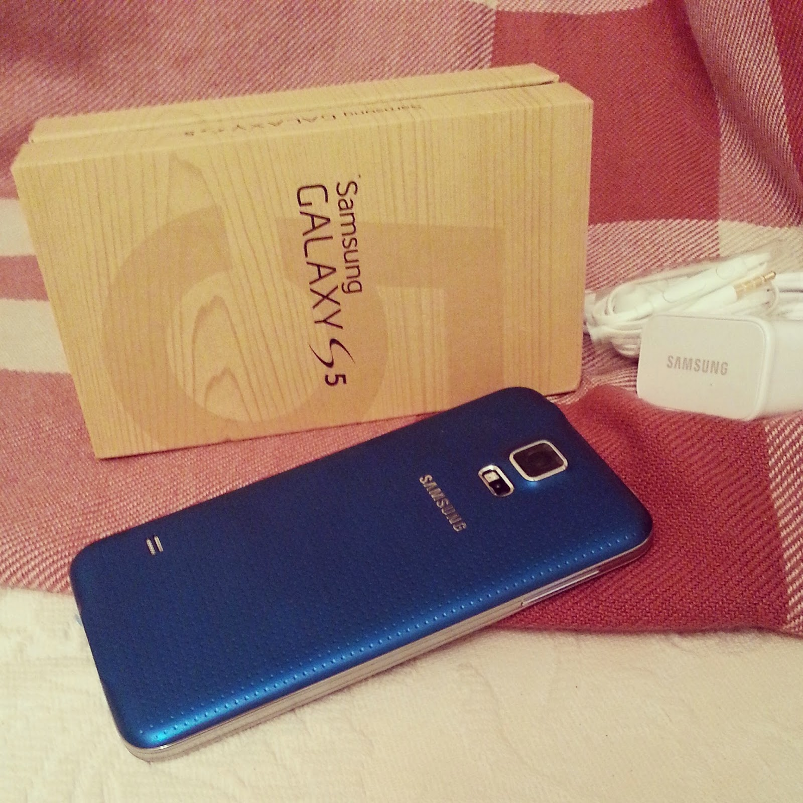 samsung-galaxy-s5-mobile-phone