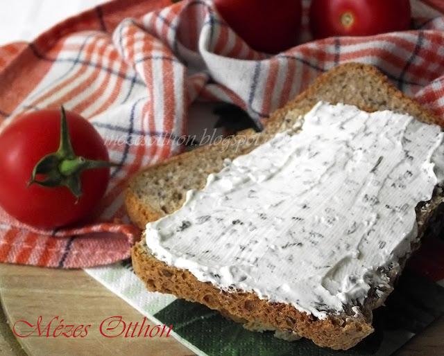házi graham kenyér zöldfűszeres krémsajt