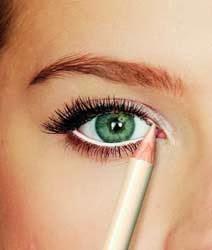 maquillar la waterline en blanco para ojos pequeños