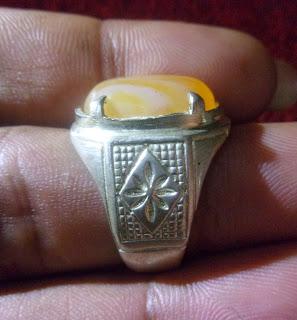 Batu Bertuah, Benda Azimat, Pusaka Mustika Asli, Mustika Selir kuning