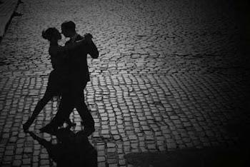 No basta con tener la voz más melodiosa para entonar un tango. No. Hay que sentirlo, además. Hay qu
