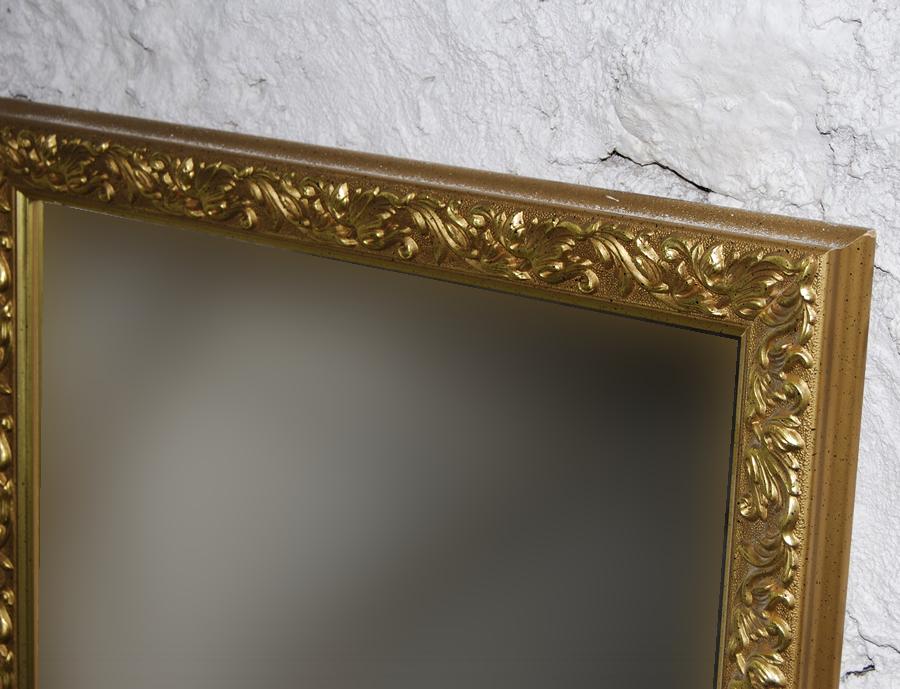 ideas para sacar partido a un gran espejo dorado
