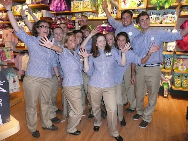 empleados cast members disney store tienda disney