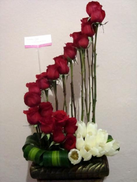 Decoraciones en flores arreglos florales for Arreglos de rosas sencillos