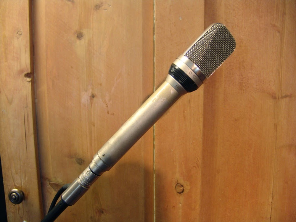 how to make a mic stand at home