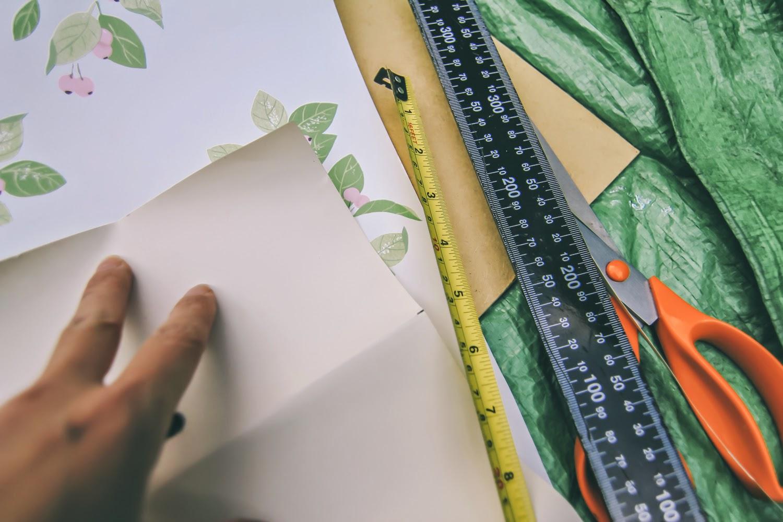 Measuring wallpaper
