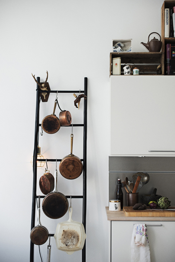 5 creative kitchen storage ideas you can diy | The ladder pot rack. Image via Design Sponge.