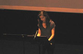 Tània Juste presentant el seu llibre a Banyoles, llibreria Altell.