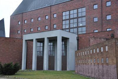Kościół Odkupiciela Świata we Wrocławiu - kościół pozornie krzywych ścian