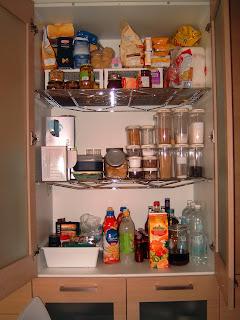 Dispensa mobile atto a conservare alimenti da mangiare