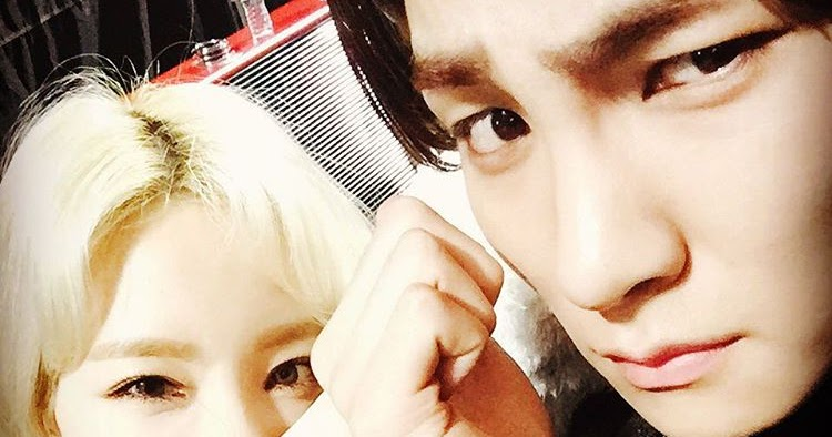 Snsd taeyeon shows off her cute tattoo with shinee 39 s key for Generation 8 tattoo