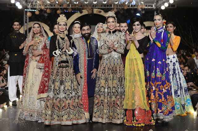 Ali Xeeshan ith his models and showstopper Humaima Malik
