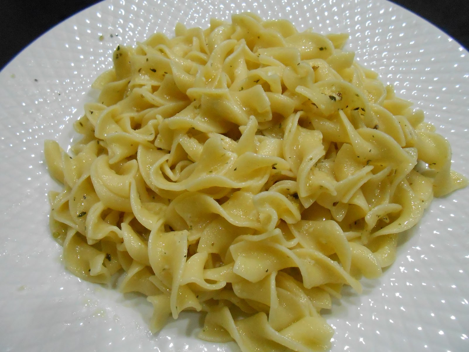 ... Delectable Creations: 5 Min Garlic Buttered Parmesan Egg Noodle Recipe
