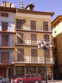 Detalle de fachada de la plaza de España, o del mercado, de Calatayud