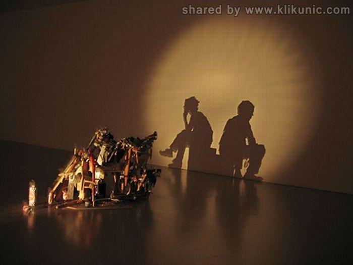http://4.bp.blogspot.com/-OCUfaIeeylU/TXn04GCEmlI/AAAAAAAAQ9o/-9ZZM3grGDQ/s1600/amazing_shadow_art_10.jpg
