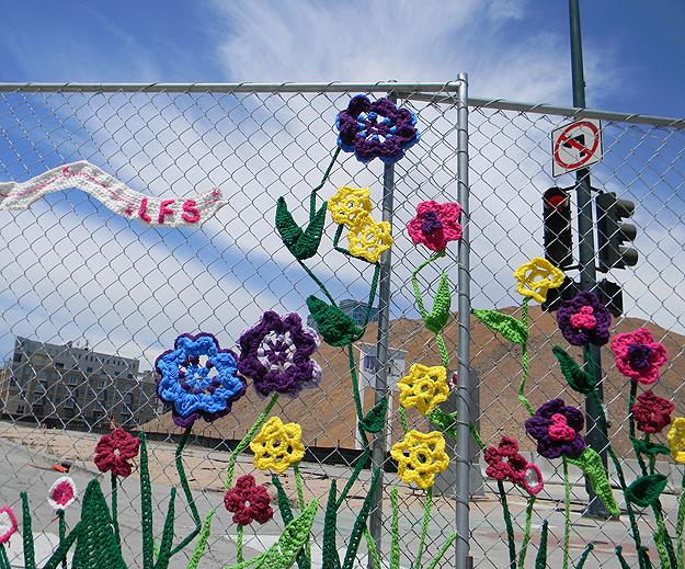 Yarn-Bombing-Graffiti-Art-3