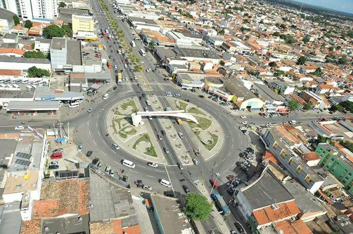 FEIRA DE SANTANA: VISTA AÉREA MONUMENTO AO CAMINHONEIRO