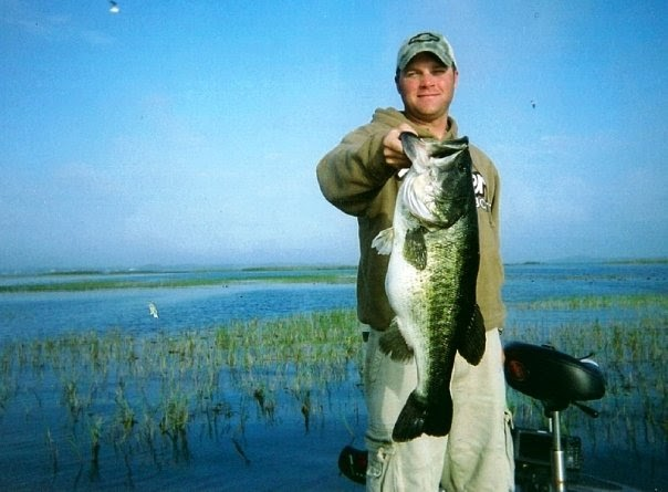 Bass pundit luke clausen catches 10lb leech lake mn bass for Leech lake fishing resorts