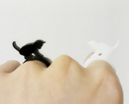 Cats Ring - Cat Playing With Ball (Black 5T)