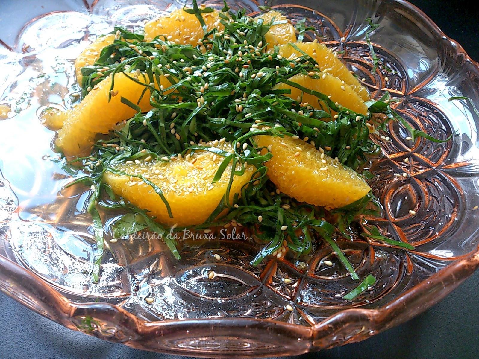 Salada verde e amarela de couve e laranja