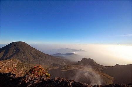 Pemandangan indah Gunung Gede