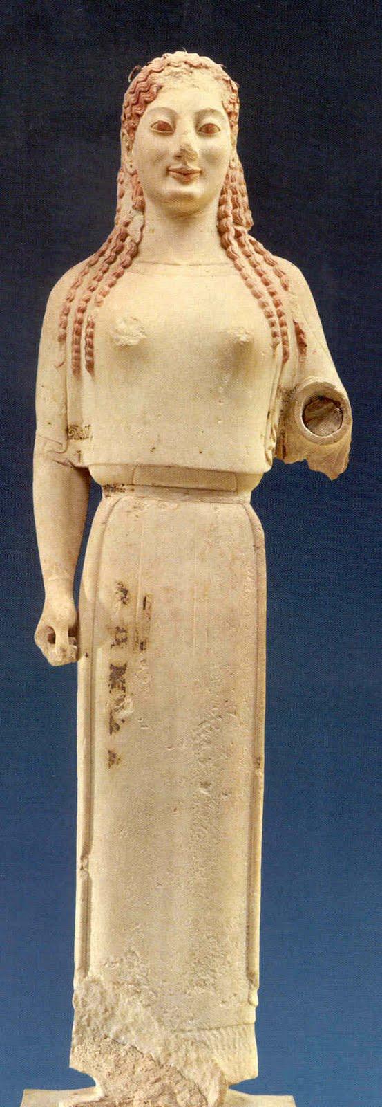 diferencia entre escultura romana griega: