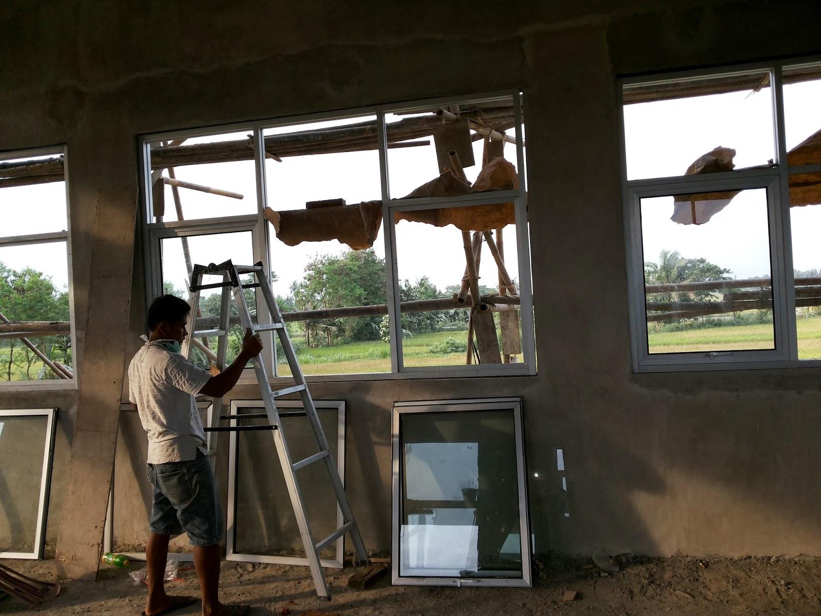 pemasnagan frame jendela di kusen aluminium
