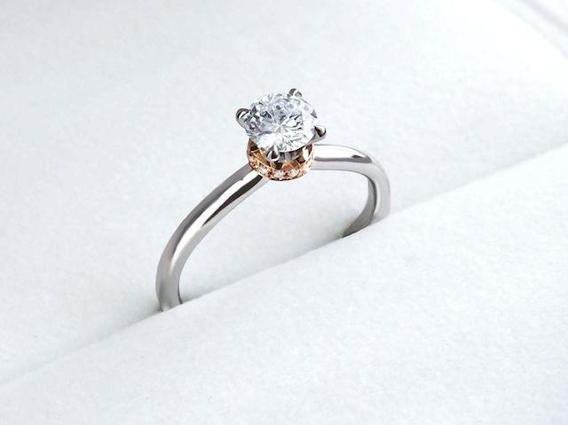蘇えったエンゲージリング(婚約指輪)は受け継がれた石で作りました。