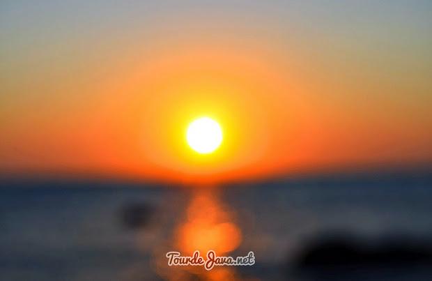 Mentari pagi di Pantai Bama Baluran