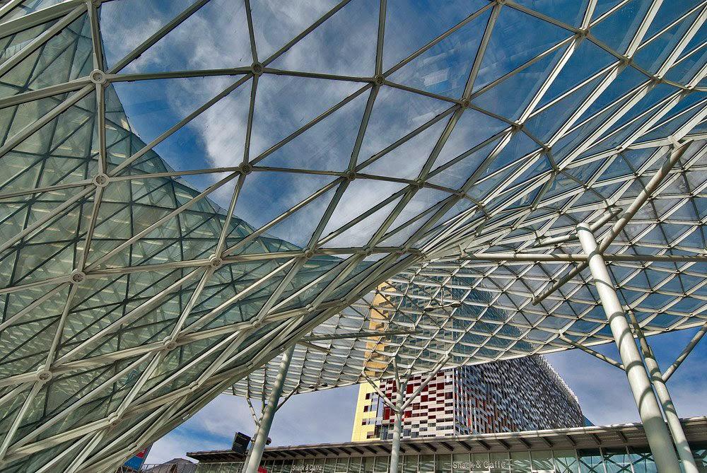 architettura contemporanea a Milano: la Vela di Fuksas