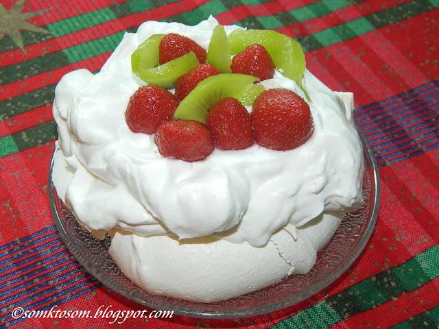 Mini tortičky Pavlova s jahodami a kiwi