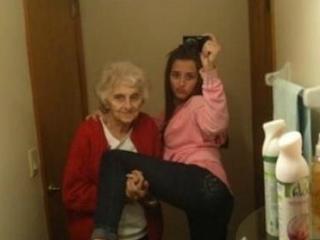 smesna slika, baba i unuka