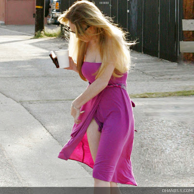 rahasia dunia wanita pakaian terbuka lindsay lohan