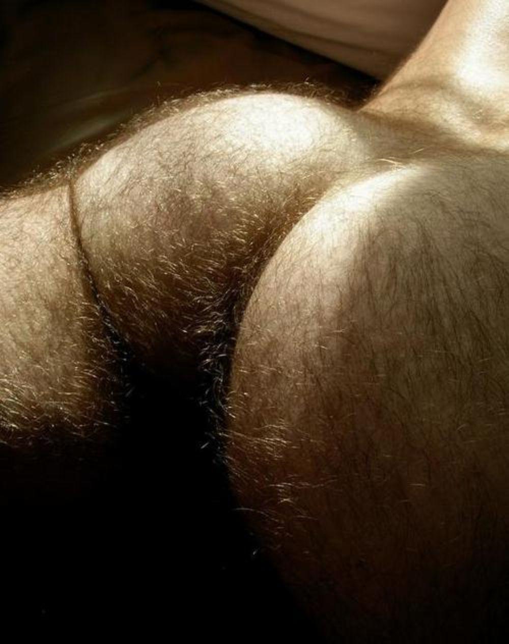 Попа мужская волосатая