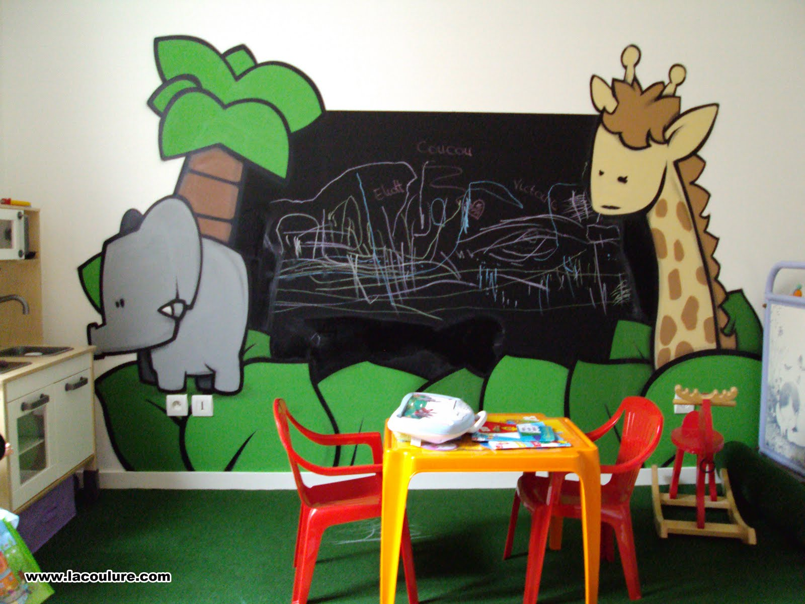 collectif la coulure graffiti lyon chambre d 39 enfant jungle. Black Bedroom Furniture Sets. Home Design Ideas