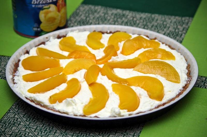 Tarta z kremem karpatkowym i brzoskwiniami