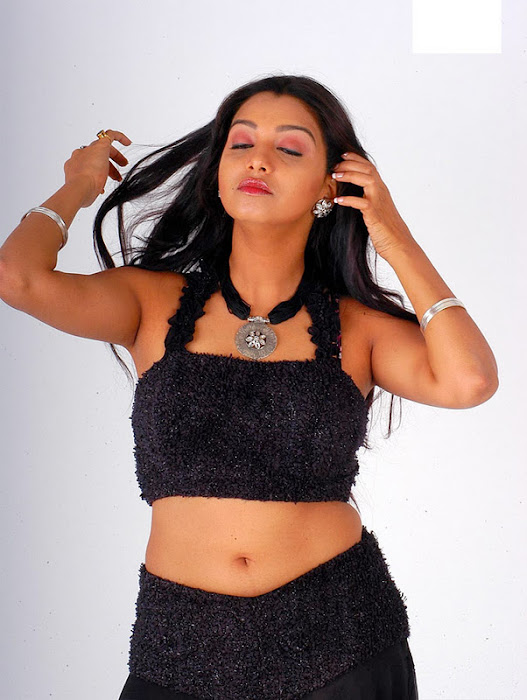 new model siddhie mhambree actress pics