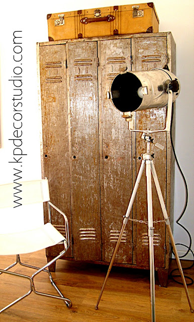 Decoradores profesionales en valencia. Lámparas y focos antiguos-vintage de fotografía estilo industrial.