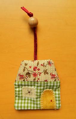 Llavero patchwork, patchwork, llavero casita, llavero casa patchwork, regalos de navidad, regalos para navidad, amigo invisible, ideas para el amigo invisible, ideas para regalar, navidad
