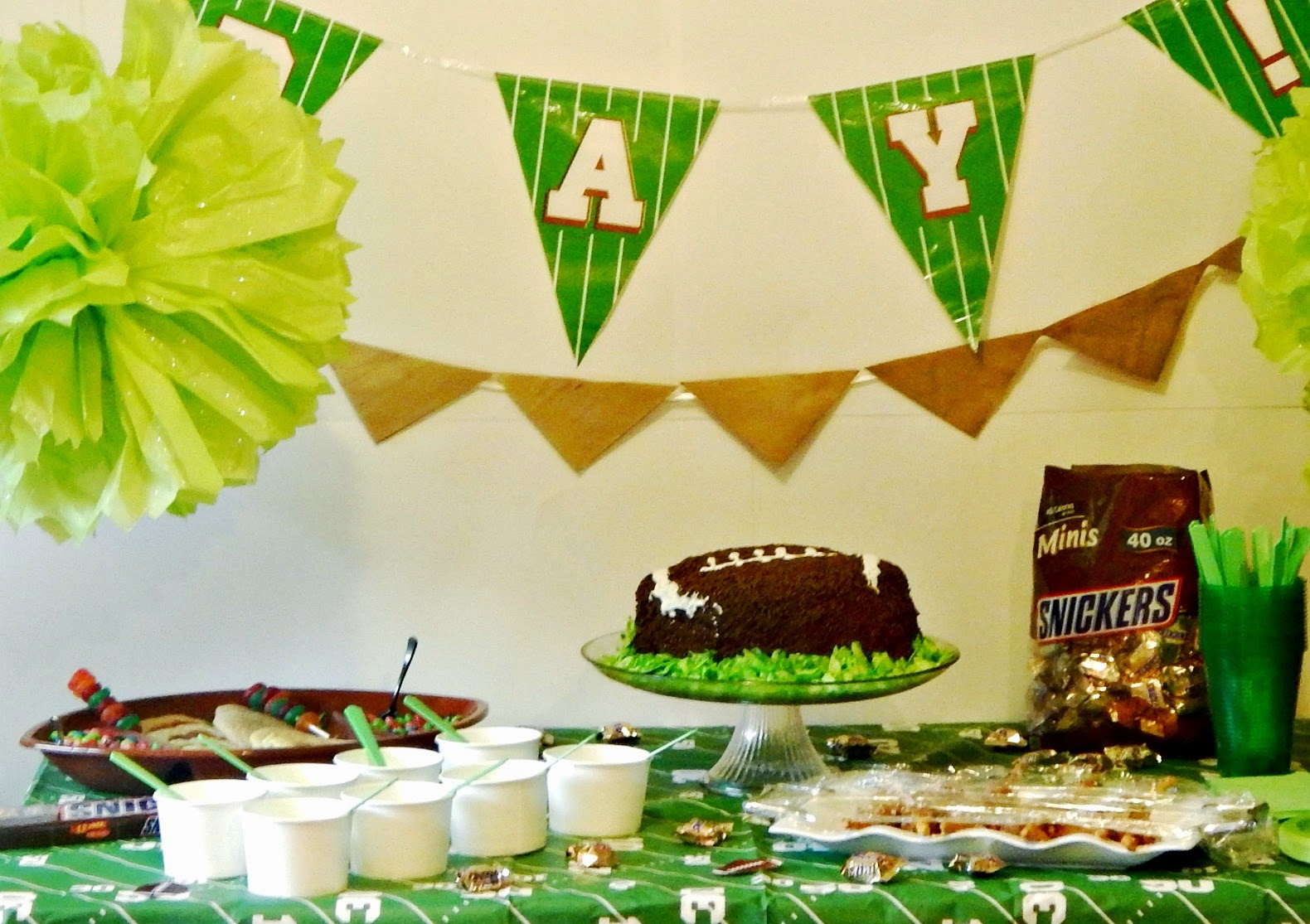 #BigGameTreats #ad #cbias Big Game Tablescape Decorations