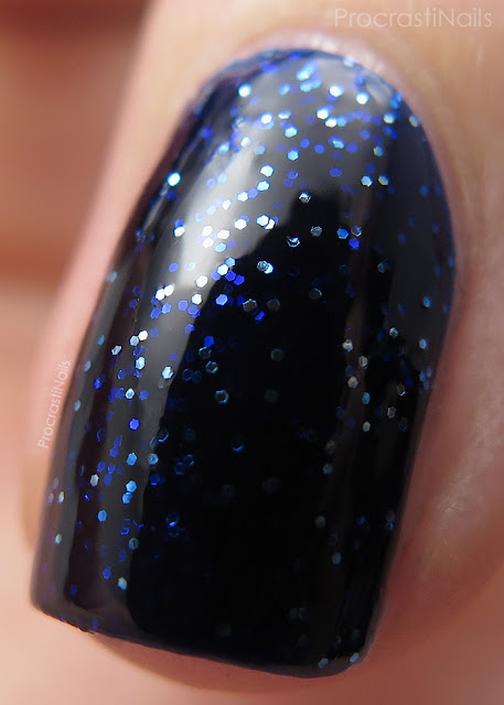 Macro of Essie Starry Starry Night from the 2016 Retro Revival Collection